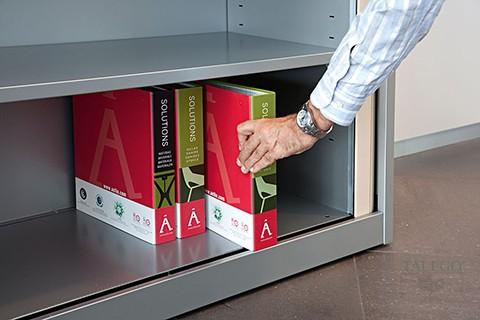 Colocación de archivadores AZ en interios armario de persiana