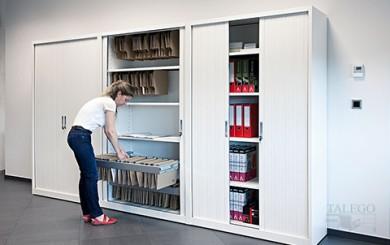 Composición de Armarios de persiana con puertas abiertas para ver capacidad de almacenaje
