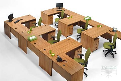 Composición de varias Mesas de la serie 200 con pata de madera