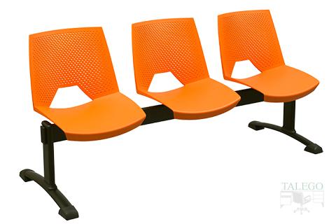 bancada modelo Calipso de Tres plazas con el respaldo perforado en color naranja