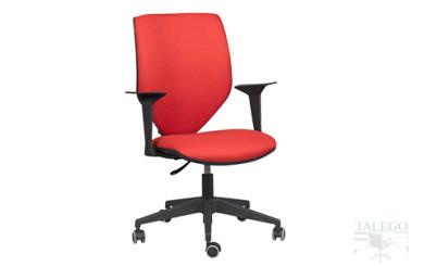 Silla giratoria operativa modelo pegado con brazos en tela roja
