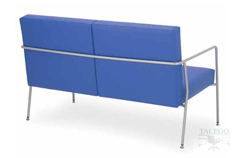 Vista trasera de sofa lince tapizado en azul y con estructura métalica