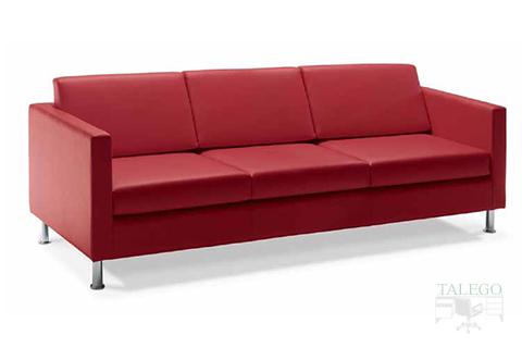 Sofa de tres plazas tapizado en granate del modelo menfis brazo normal