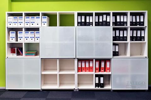 Composción de librerias cubic con puertas de vidrio
