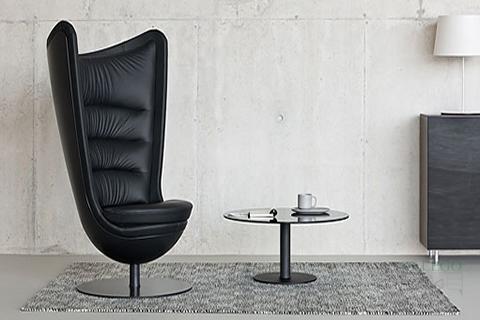 Sofa de Espera modelo Badmington tapizado en negro y carcasa negra
