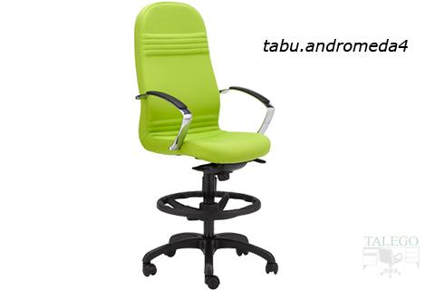 Taburete realizado a partir de sillon de direccion modelo andromeda