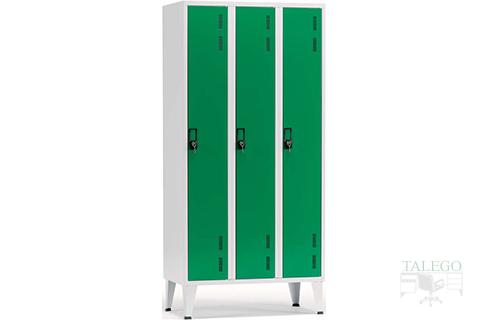 Consigna ropero de tres puertas verdes con envoltura gris