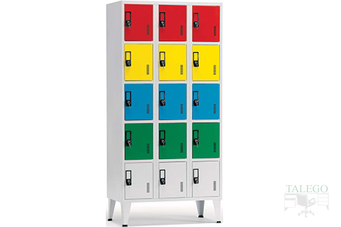 Consigna taquilla de quince puertas donde se combinan diferentes colores