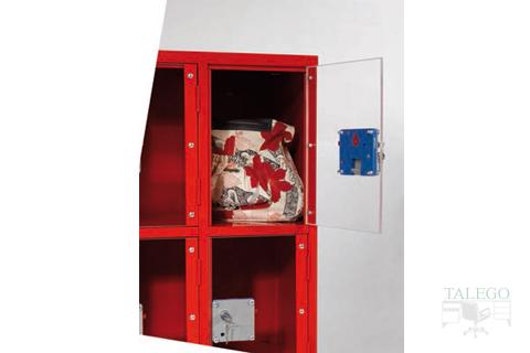 detalle puerta en acrilico para armarios especiales