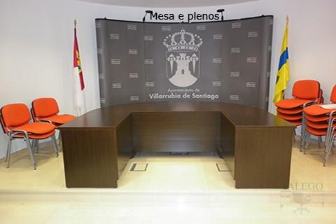 Mesa de Juntas en U con sillones en salon de plenos