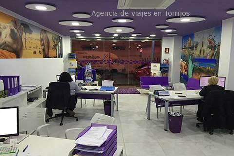 Agencia de viajes con varios puestos en blanco