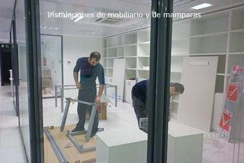 Detalle montaje de mobiliario en color blanco