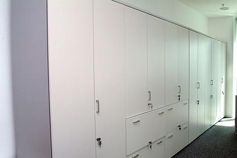 Composición de armarios con puertas y archivo para carpetas colgantes