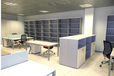 Armario s modulares como cabeceros de mesa y abiertos solo estantes