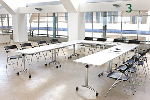 Mesa de juntas en U realiazada con mesas serie trama