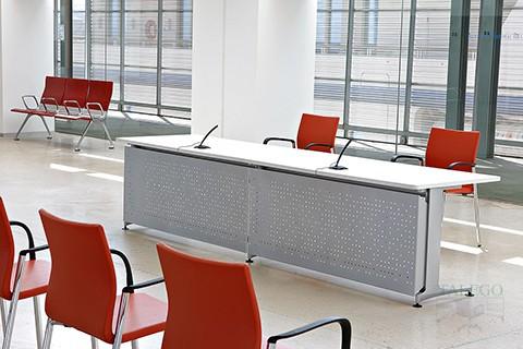 Uso del mostrador informa como mesa de conferencias