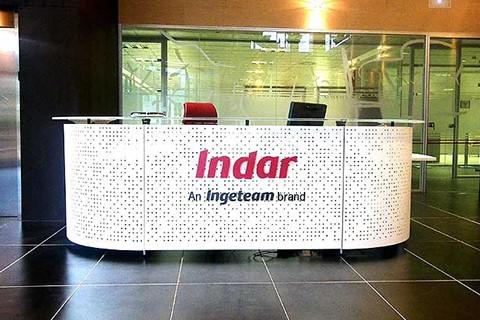 Ejemplo de mostrador informa con logotipo comercial