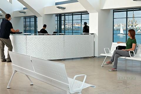Mostrador de la serie informa incorporado a sala de espera