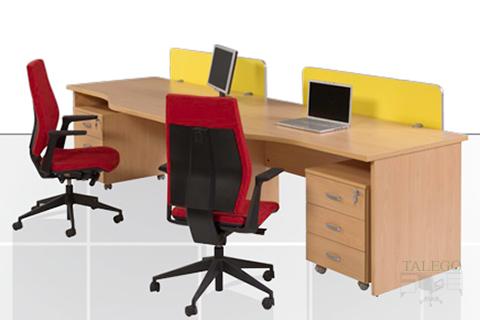 Puestos de oficina ergonomicos en haya con buck auxiliar y divisorias de mesa
