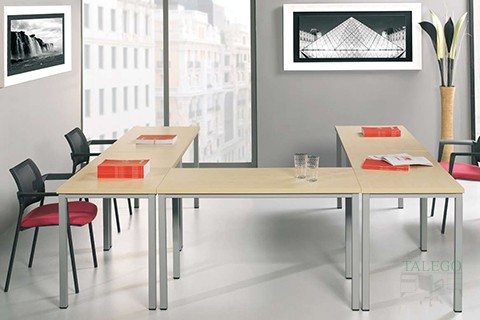 Mesas modulares con tablero en haya y estructura cuatro patas