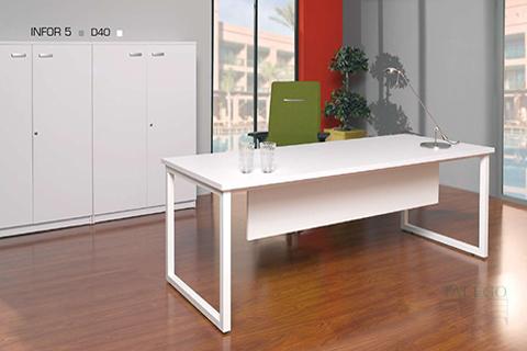 Mesa de Oficina ch infor modelo d40 con pata metalica cerrada