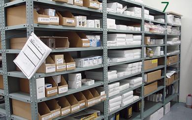 Ejemplo de almacenaje con estanteria de angulo ranurado c76c0929992b