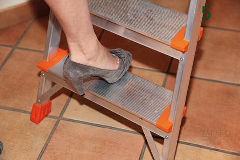 Detalle del cómodo peldaño en las escaleras elegance