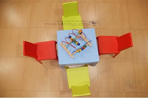 Conjunto de mesa y cuatro sillas modelo julieta