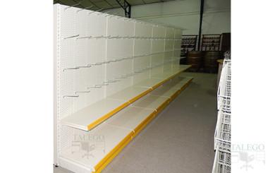 Mural de estanteiarias outlet con dos bandejas y forndos perforados