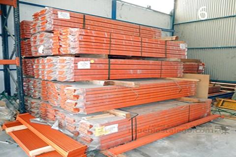 Largueros de estanteria naranja para estanteria pesada