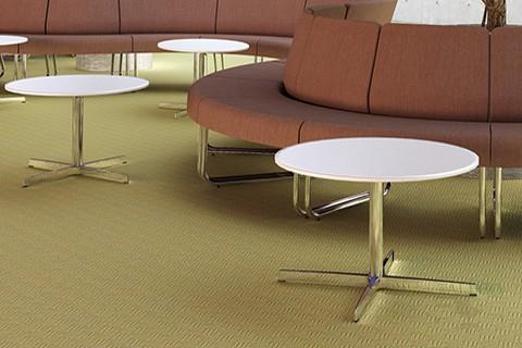 Mesa para sala de espera do waiting en blanco con pie cromado