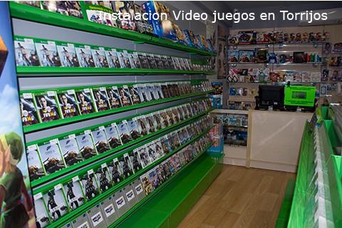 Instalación en tienda de videojuegos en verde y blanco