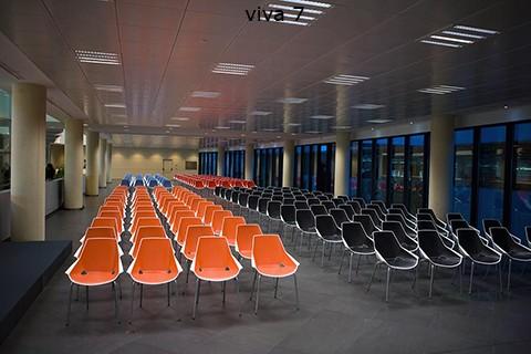 Sala de espera en aeropuerto realizado con silas ber viva