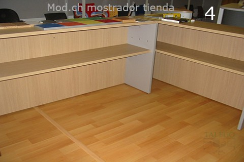 Interior de 2 mostradores Ch con estantes interiores