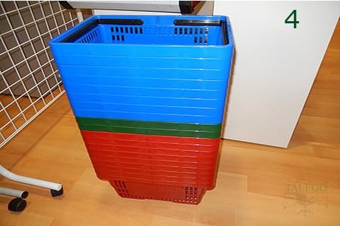 Ejemplo de apilamiento de cestas de compras con asas