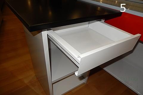 Detalle de cajon incorporado al mueble de caja en mostradores de supermercado co