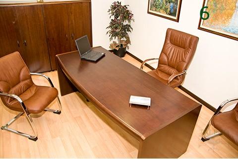 Sillón dirección Bosss en piel marrón integrado en despacho