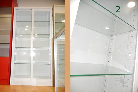 Detalle armario de vitrina id con estantes de cristal
